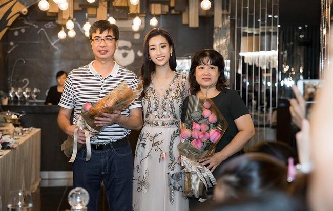 Đỗ Mỹ Linh trở thành Hoa hậu Việt Nam đặc biệt nhất từ trước đến nay nhờ hành động không ngờ này - Ảnh 1
