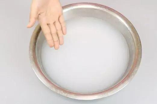 Đừng rửa thịt lợn trực tiếp với nước, nếu không càng rửa càng bẩn - Ảnh 1