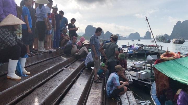 Tìm thấy thi thể bé trai 4 tuổi rơi xuống biển Hạ Long, bà và mẹ quỵ ngã - Ảnh 3