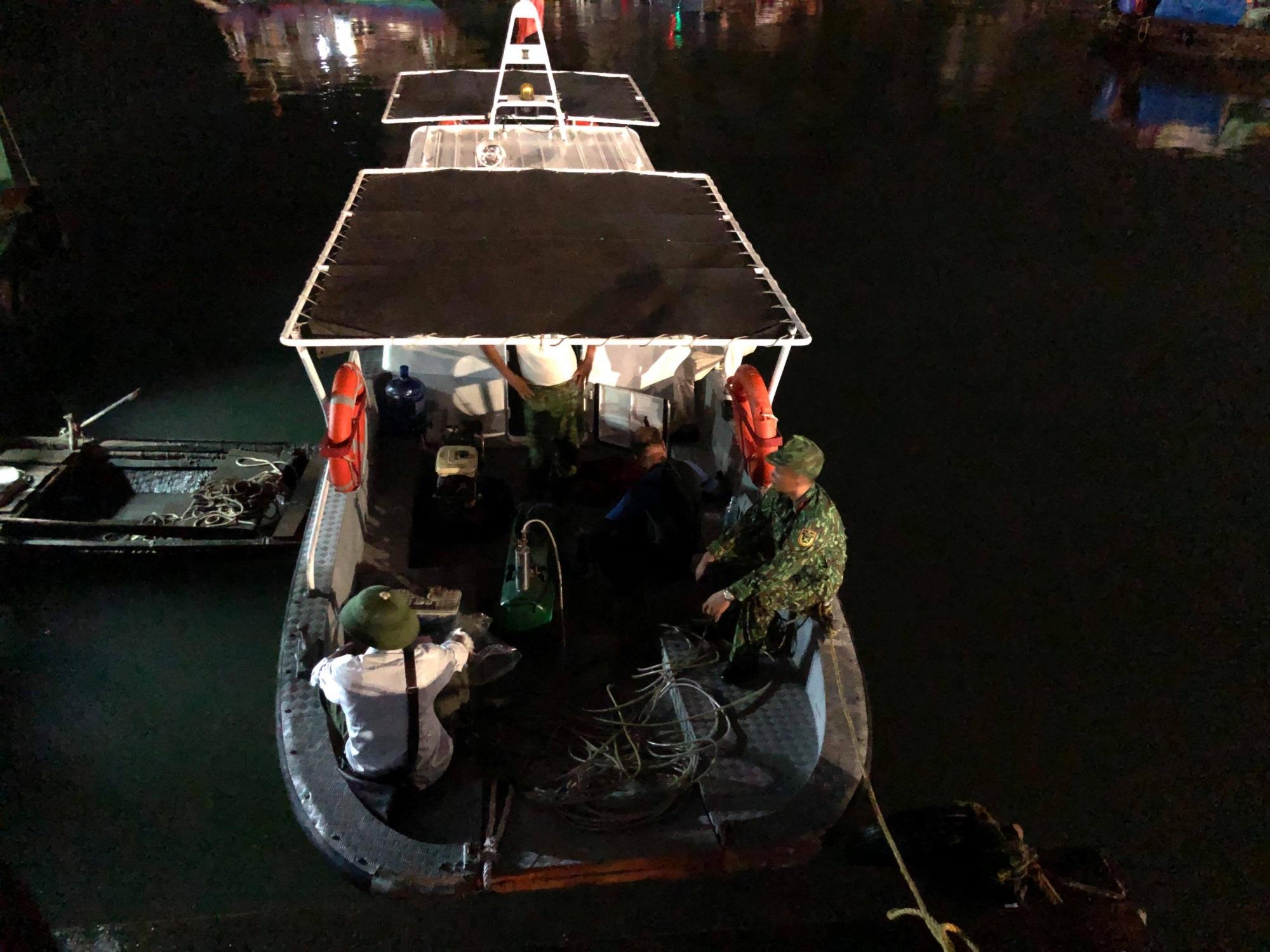 Tìm thấy thi thể bé trai 4 tuổi rơi xuống biển Hạ Long, bà và mẹ quỵ ngã - Ảnh 6