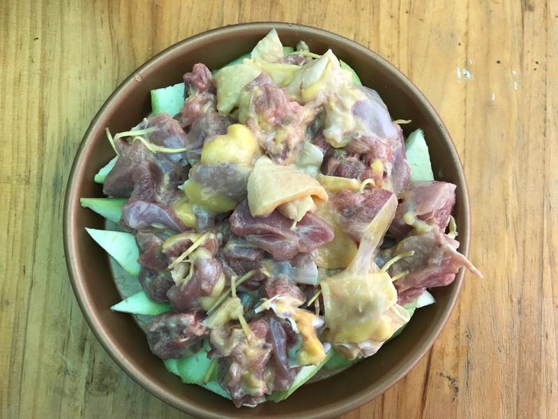 Bữa tối thèm thịt mà ngại dầu mỡ thì thử ngay món gà hấp mướp siêu ngon này - Ảnh 4