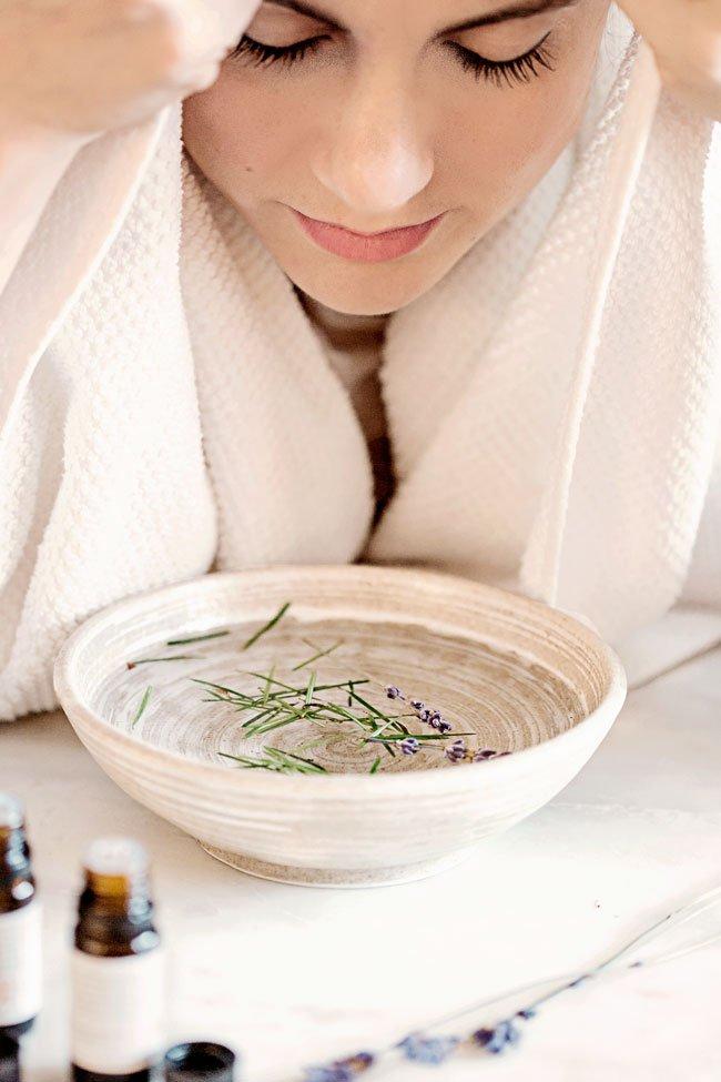 Hướng dẫn xông hơi tại nhà để điều trị mụn trứng cá, se khít lỗ chân lông giúp da dầu nhờn láng mịn, trắng hồng - Ảnh 2