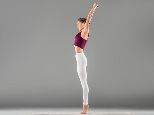 4 tư thế tập yoga tại nhà giúp bạn giảm mỡ bụng một cách triệt để - Ảnh 1