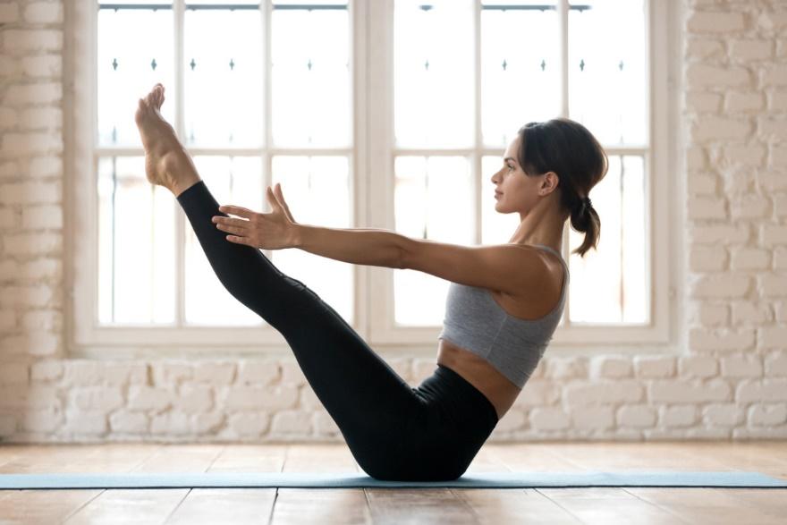 4 tư thế tập yoga tại nhà giúp bạn giảm mỡ bụng một cách triệt để - Ảnh 3