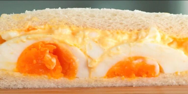 Sandwich trứng mà làm thế này thì bữa sáng ngon đẹp chuẩn không cần chỉnh! - Ảnh 3