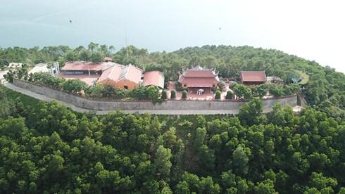 Lại thêm một công trình 'khủng' ngang nhiên xây dựng trái phép trên vịnh Bái Tử Long - Ảnh 4