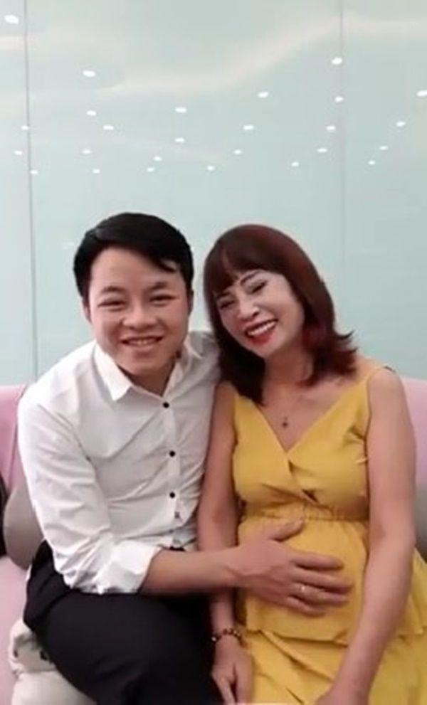 """Bất ngờ trước ngoại hình """"tã"""" đi trông thấy của trai trẻ 27 tuổi sau 1 năm lấy vợ 62 tuổi ở Cao Bằng từng gây bão mạng - Ảnh 1"""