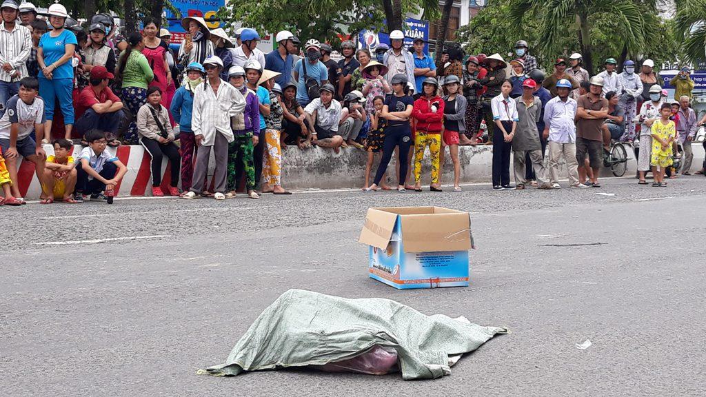 Bất ngờ về người phụ nữ đánh rơi túi nilon chứa hai thi thể hài nhi giữa đường - Ảnh 2