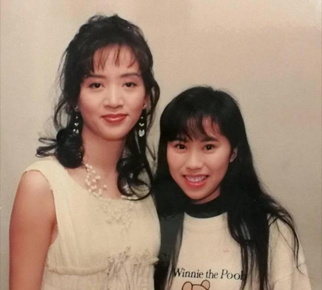 Tìm ra fan cuồng số 1 Hong Kong: Chụp ảnh với nửa showbiz, khiến hàng nghìn người ghen tị vì được Trương Quốc Vinh thân mật - Ảnh 2