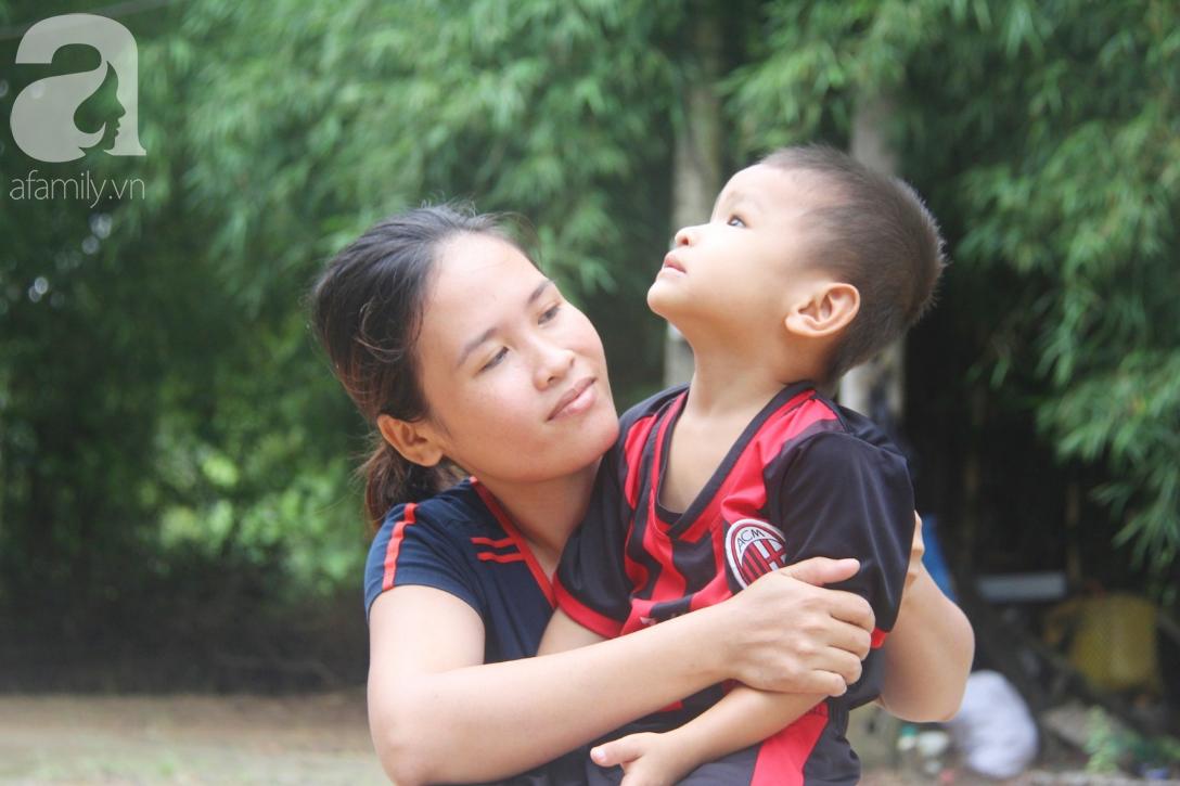 Bé trai 4 tuổi bị mù một bên mắt ngây ngô hỏi mẹ: 'Lỡ con không thấy đường, bố mẹ có bỏ con không?' - Ảnh 9
