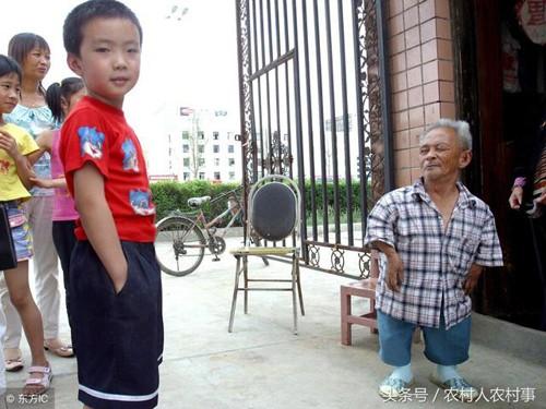 Cụ ông 85 tuổi, cao 98 cm đăng tin tuyển vợ, hứa để lại toàn bộ tài sản sau khi mất - Ảnh 1
