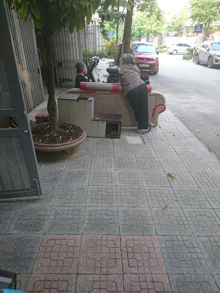 Bức ảnh phụ nữ đam mê 'buôn dưa lê, bán dưa chuột' bất chấp tuổi tác gây 'bão' mạng vì quá đáng yêu - Ảnh 2