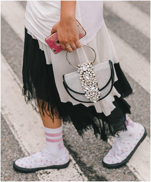 Mùa mới, diện váy công chúa xuống phố là xu hướng - Ảnh 11