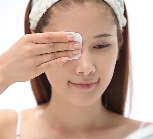 Nếu phạm phải 6 sai lầm này khi tẩy trang, bạn đang tự hủy hoại làn da của chính mình và đẩy nhanh lão hóa - Ảnh 2