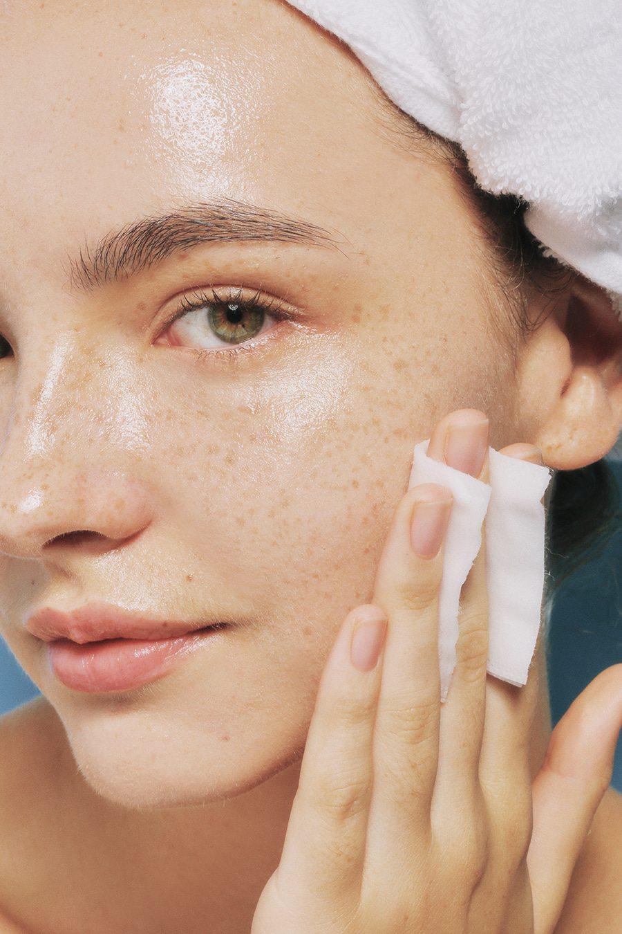 Nếu phạm phải 6 sai lầm này khi tẩy trang, bạn đang tự hủy hoại làn da của chính mình và đẩy nhanh lão hóa - Ảnh 3