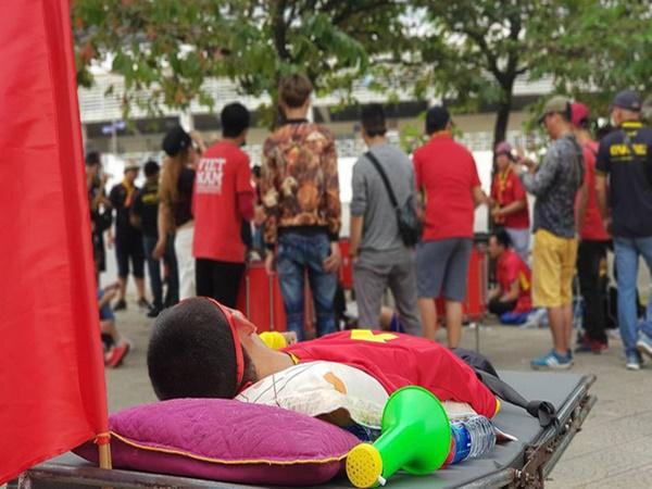 Trước trận Việt Nam - Malaysia, xuất hiện một hình ảnh khiến người ta phải 'cay mắt' - Ảnh 1