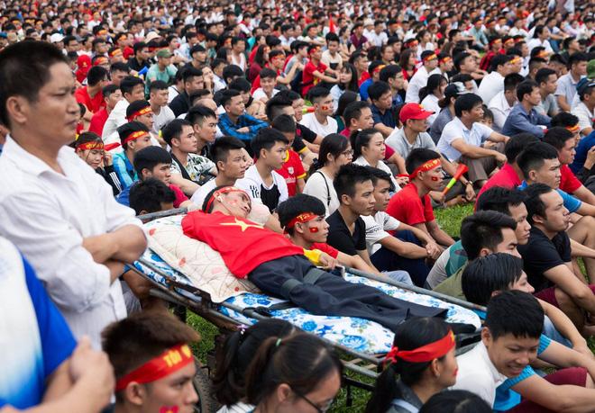 Trước trận Việt Nam - Malaysia, xuất hiện một hình ảnh khiến người ta phải 'cay mắt' - Ảnh 4