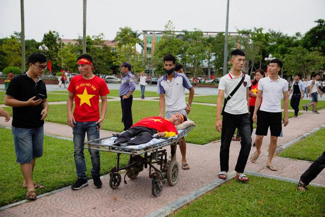 Trước trận Việt Nam - Malaysia, xuất hiện một hình ảnh khiến người ta phải 'cay mắt' - Ảnh 5