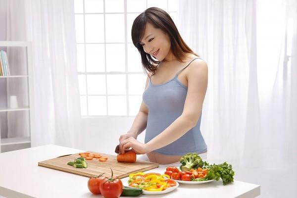 Bà bầu nên ăn gì để vào con mà không lo béo mẹ - Ảnh 1