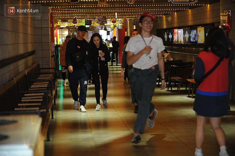 Bắt gặp Duy Mạnh tay trong tay đi xem phim với bạn gái sau khi lên ngôi vô địch AFF Cup - Ảnh 1