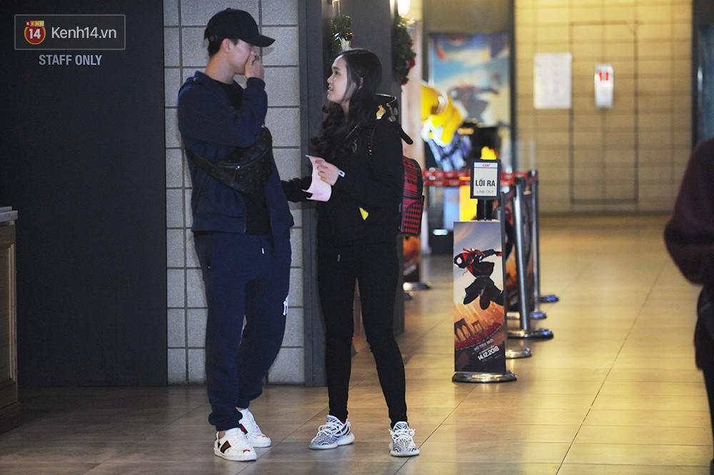 Bắt gặp Duy Mạnh tay trong tay đi xem phim với bạn gái sau khi lên ngôi vô địch AFF Cup - Ảnh 3