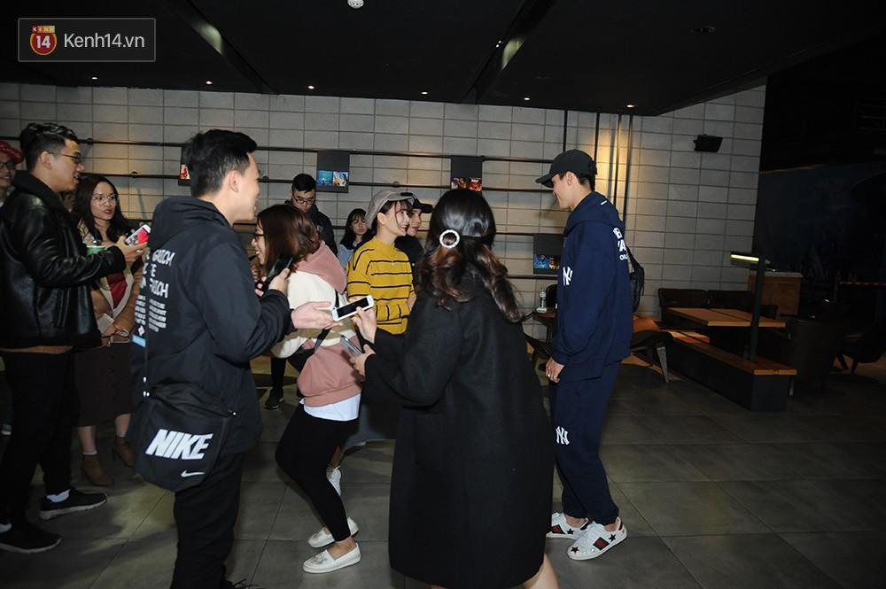 Bắt gặp Duy Mạnh tay trong tay đi xem phim với bạn gái sau khi lên ngôi vô địch AFF Cup - Ảnh 5