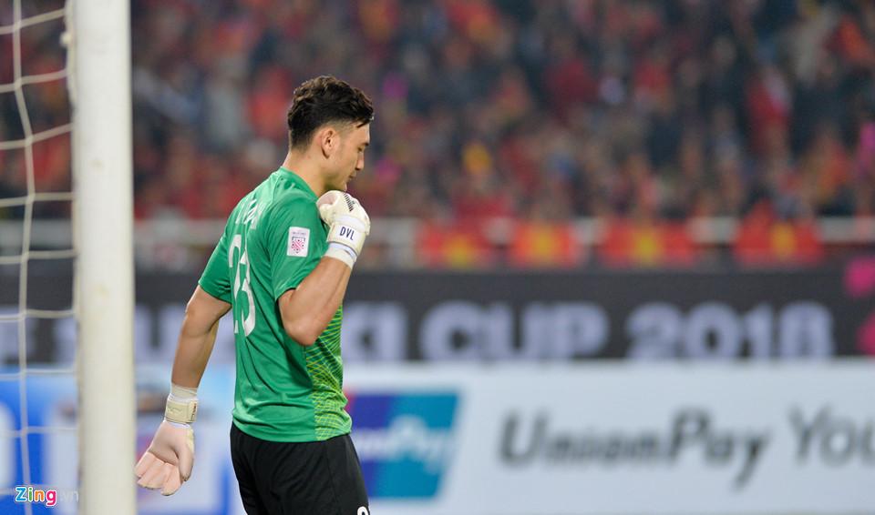 Đặng Văn Lâm khóc sau khi giúp tuyển Việt Nam vô địch AFF Cup - Ảnh 1