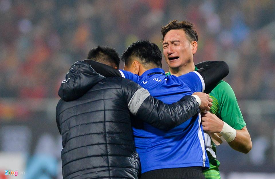 Đặng Văn Lâm khóc sau khi giúp tuyển Việt Nam vô địch AFF Cup - Ảnh 11