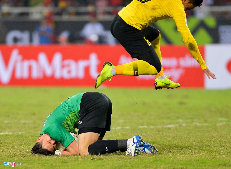 Đặng Văn Lâm khóc sau khi giúp tuyển Việt Nam vô địch AFF Cup - Ảnh 9