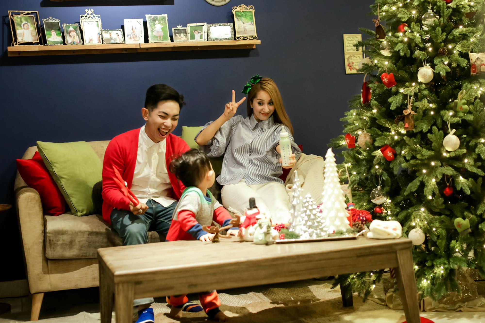 Giáng sinh đừng quên gửi tới những người thân trong gia đình lời chúc bình an, hạnh phúc