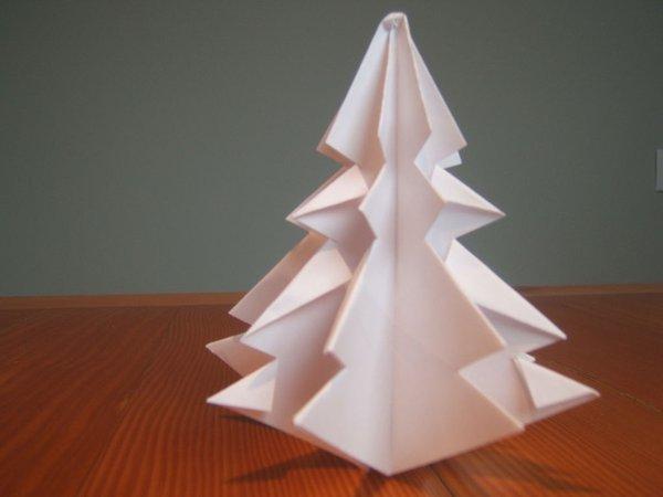 Mở ra là chúng ta được hình cây thông Noel bằng giấy báo đẹp tuyệt vời