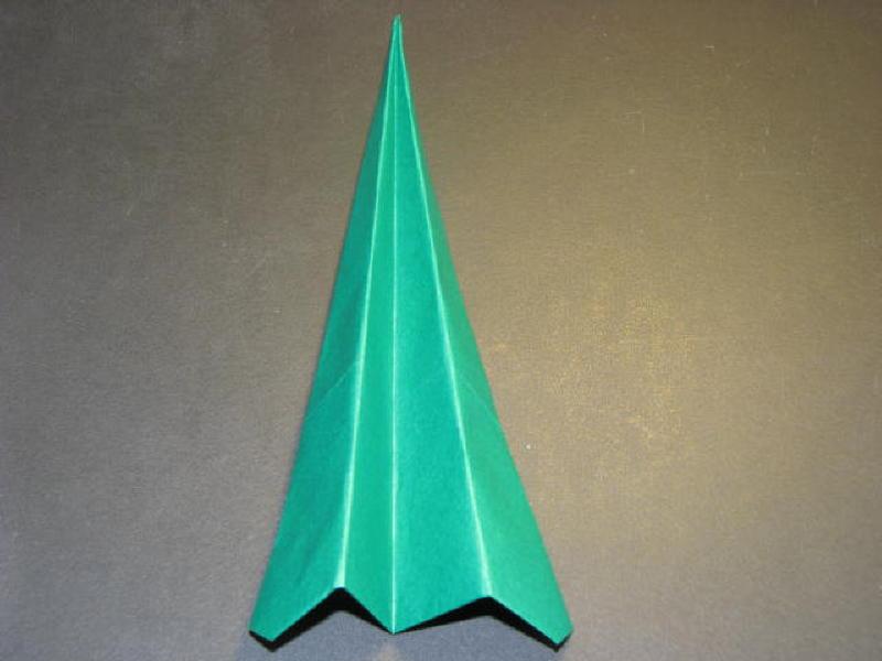 Mở ra chúng ta có được một phần ba cây thông Noel bằng giấy