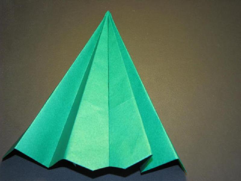 Cây thông Noel bằng giấy nhìn từ phía trước