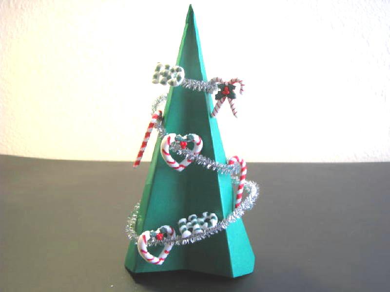 Trang trí cây thông Noel giấy A4 với dây kim tuyến