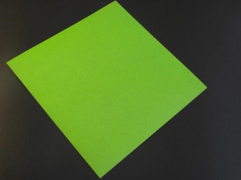 Trải thẳng tờ giấy trên mặt phẳng