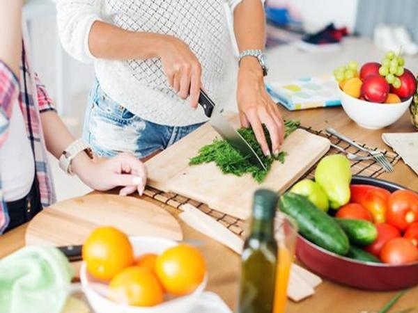 Người phụ nữ bị ung thư thực quản, BS nói 2 kiểu ăn uống này của cô rất có hại - Ảnh 2