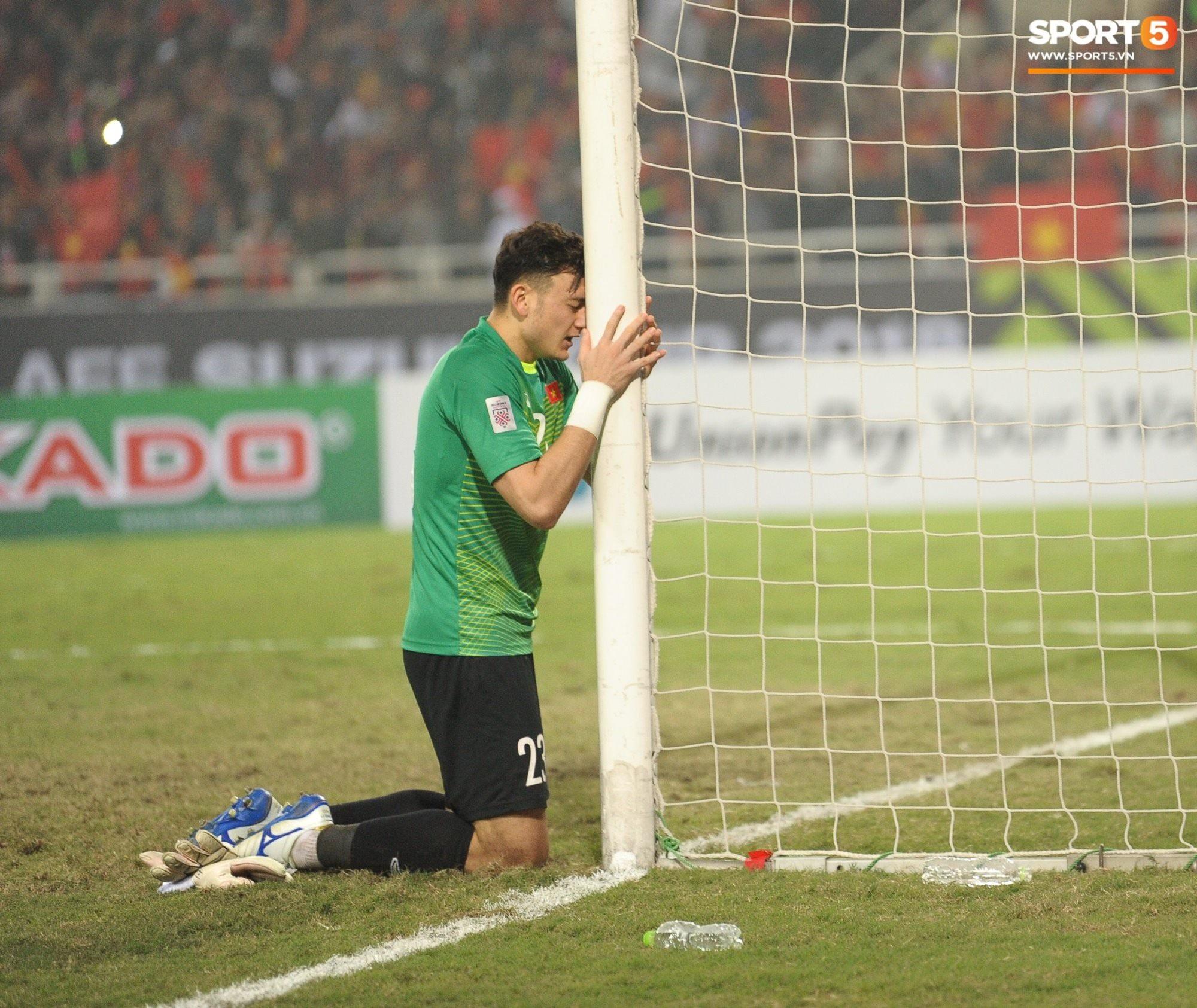 'Thủ thành bất bại' Văn Lâm của trận chung kết AFF Cup: Cứ lọt vào khung hình là đẹp tựa diễn viên chính phim thần tượng - Ảnh 1