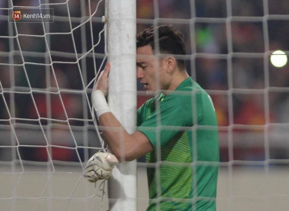 'Thủ thành bất bại' Văn Lâm của trận chung kết AFF Cup: Cứ lọt vào khung hình là đẹp tựa diễn viên chính phim thần tượng - Ảnh 3