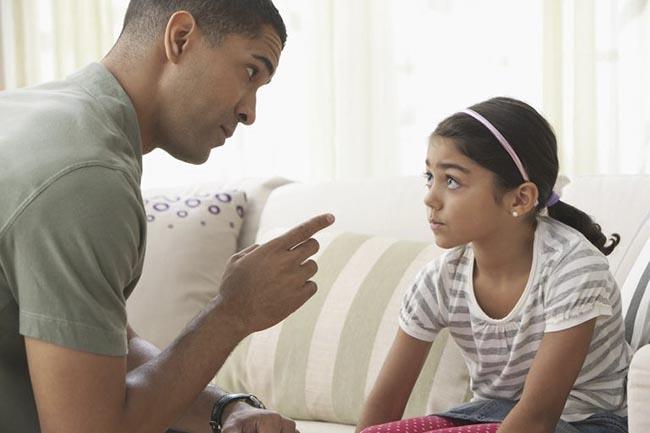 4 kiểu bố mẹ ảnh hưởng không tốt đến việc nuôi dạy trẻ - Ảnh 1