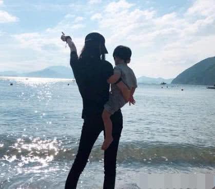 Angela Baby – Huỳnh Hiểu Minh khoe hình con trai, xóa tan tin đồn hôn nhân tan vỡ - Ảnh 2