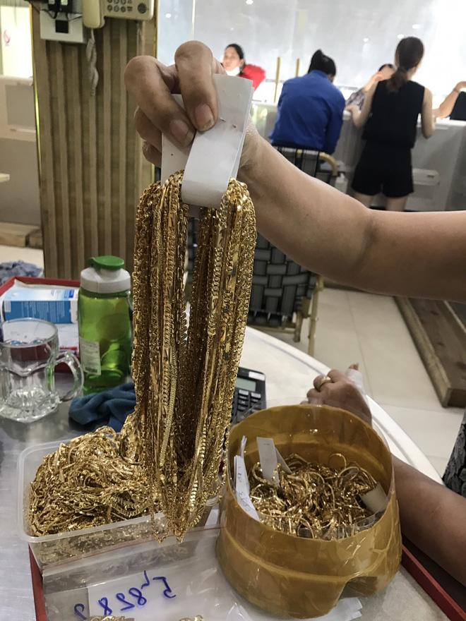 Công an Quảng Nam tìm chủ sở hữu của 230 lượng vàng không rõ nguồn gốc - Ảnh 1