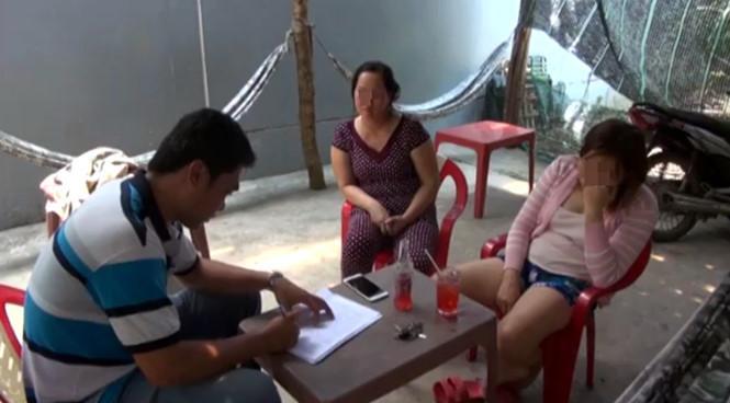 Cận Tết, hai phụ nữ U60 bị bắt quả tang đang bán dâm giá rẻ trong quán nhậu - Ảnh 2