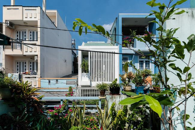 Ngôi nhà ống chỉ 53m² nhưng mỗi khi về nhà, các thành viên trong gia đình đều được trút bỏ mọi áp lực của cuộc sống ở Sài Gòn - Ảnh 1