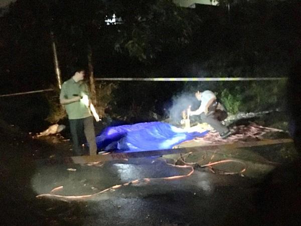 Kiểm tra người đàn ông nằm bất động cạnh xe máy phát hiện 1 người khác tử vong - Ảnh 1