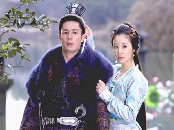 Rộ tin Lâm Tâm Như và Hoắc Kiến Hoa không còn giữ vững được sự nghiệp vì 'đắc tội' với ông lớn trong showbiz - Ảnh 1