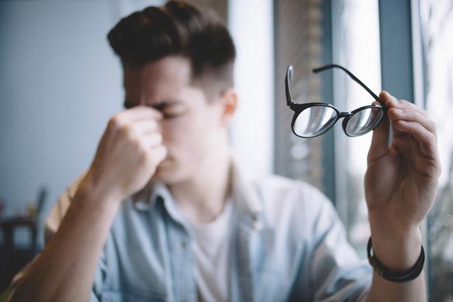 Sửa ngay những thói quen nhiều người hay mắc phải nếu không muốn mắt lên độ nhanh - Ảnh 4