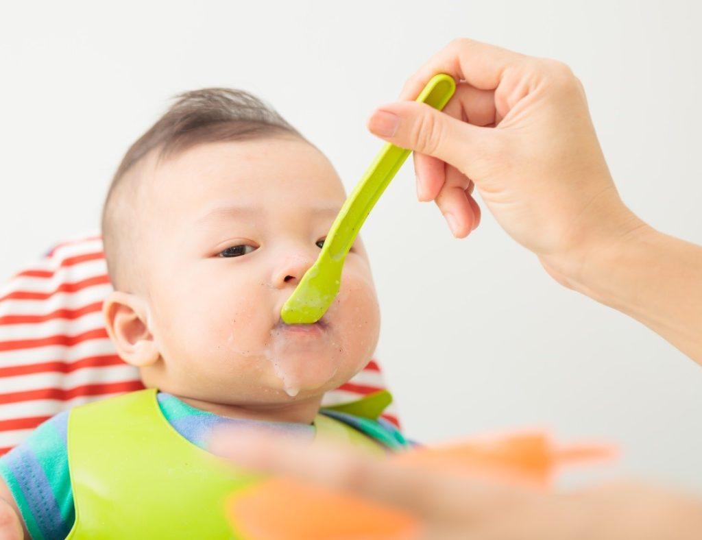Thực đơn ăn dặm cho bé 10 tháng tuổi cân bằng, khoa học giúp cân nặng tăng nhanh - Ảnh 1