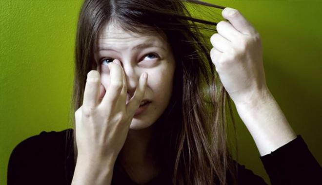 Cảnh báo: Thuờng xuyên bứt tóc, nhổ lông mi coi chừng là dấu hiệu bệnh tâm thần - Ảnh 3