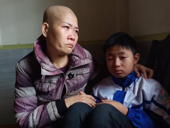 """Lời khẩn cầu của đứa trẻ mồ côi cha, mẹ mắc bệnh hiểm nghèo: """"Cháu đã mồ côi bố, nếu mẹ mà chết thì cháu biết sống với ai?"""" - Ảnh 2"""