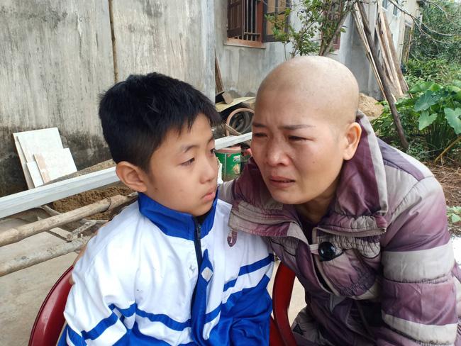 """Lời khẩn cầu của đứa trẻ mồ côi cha, mẹ mắc bệnh hiểm nghèo: """"Cháu đã mồ côi bố, nếu mẹ mà chết thì cháu biết sống với ai?"""" - Ảnh 5"""